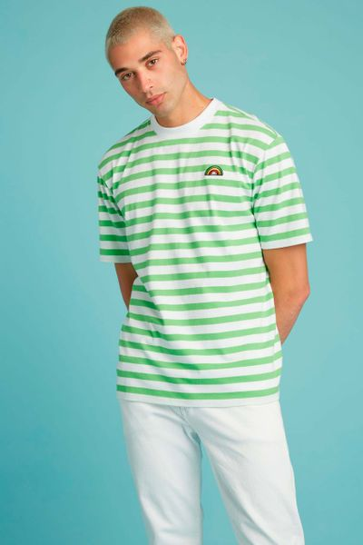 Playera-GUESS-x-Friends-With-You-GUESS